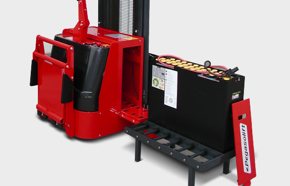 PL pallet stacker with quick battery change